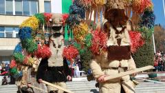 800 кукери и сурвакари гониха злото в Стара Загора
