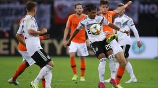 Холандия обърна Германия в зрелище в Хамбург
