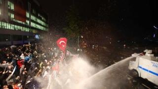 Съдят двама турски журналисти заради публикация, че МИТ праща оръжия за ислямисти