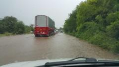 Наводнен е главният път София - Варна