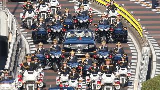 Японците приветстваха новия император с тържествен парад