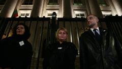Съдиите протестно изнесоха везните на Темида пред Съдебната палата