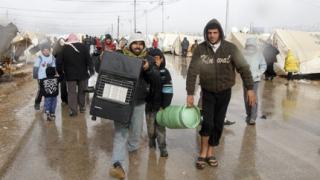 200 сирийски бежанци живеят на гарата в Милано