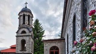 Набират средства за обновяване на 180-годишна черква в село Момчиловци