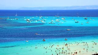 Райски плаж в Италия въвежда входна такса заради пренаселеност