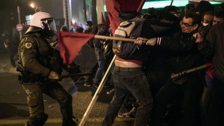 Гръцката полиция разпръсна протест в центъра на Атина