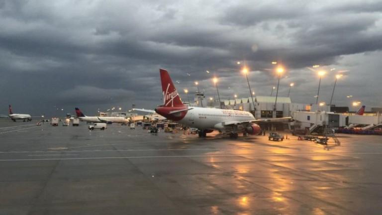 Всички полети от международното летище Такома в Сиатъл бяха прекратени,
