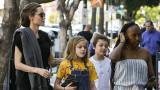 Анджелина Джоли, децата й и на какво ги учи