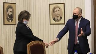 Корнелия Нинова уверява, че БСП не воюва с Румен Радев