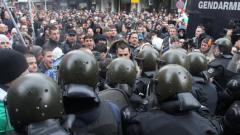 Курсанти от МВР академията охраняват протестите