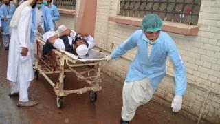 25 жертви при атентат срещу конвоя на високопоставен политик в Пакистан