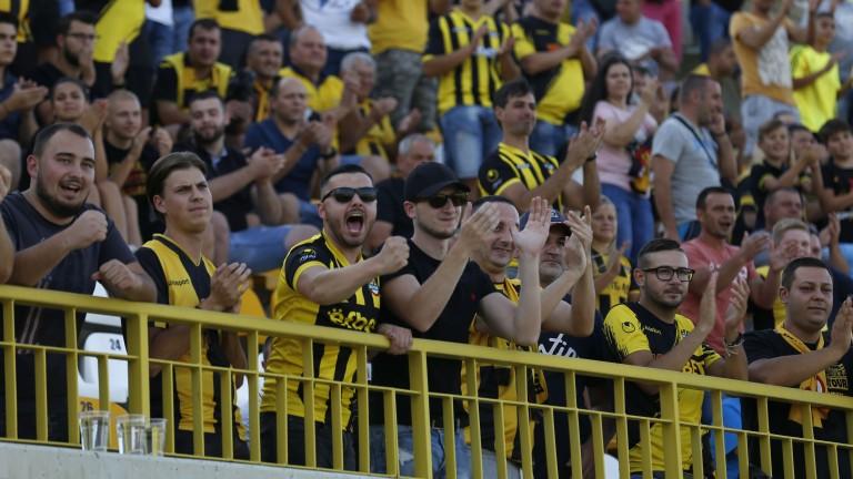 Меле и 30 арестувани в Пловдив след дербито Локомотив - Ботев