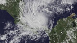 """Ураганът """"Ирма"""" премина в застрашаващата пета степен"""