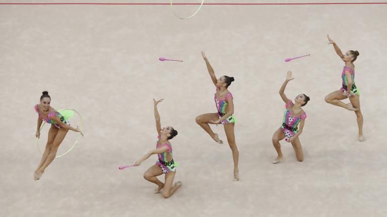 Момичетата от ансамбъла по художествена гимнастика споделиха, че са много