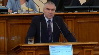 Марешки иска закон срещу гаврата с имената на велики българи