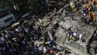 60 са загиналите под рухналата сграда в Мумбай