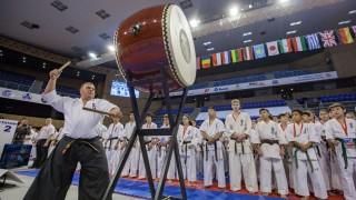Четирима българи продължават към полуфиналите на Световното първенство по карате киокушин