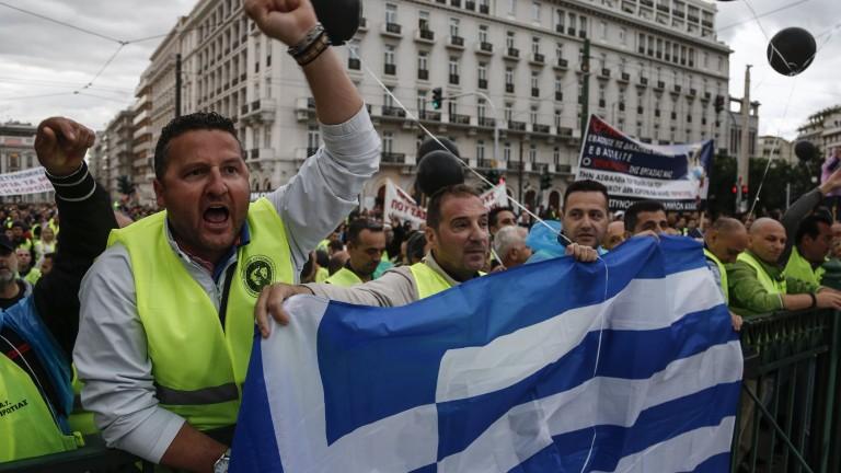 В Гърция вече работят и за 200 евро на месец