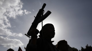 Петима загинали при бомбардировка на пристанище в Йемен