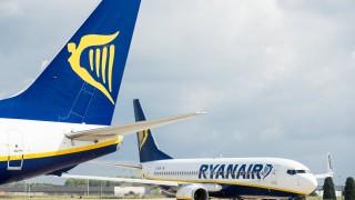 Изтребители от кралските ВВС ескортират самолет на Ryanair