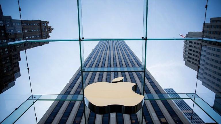 Технологичният гигант Apple обяви, че ще инвестира 350 млрд. долара