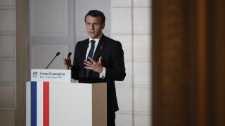 Макрон затваря училище на френския елит