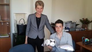 Министър Дашева се срещна с Младия посланик на спорта за България