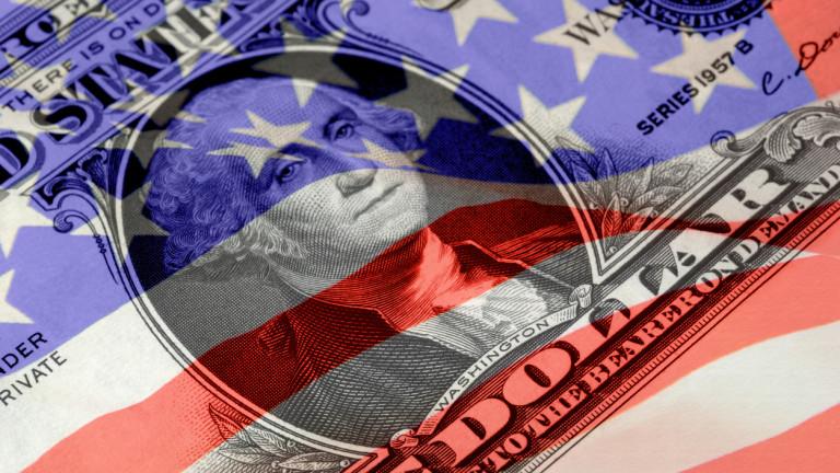САЩ с $215 милиарда бюджетен дефицит, приходите спадат