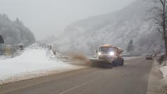 164 машини чистеха снега по пътищата през нощта
