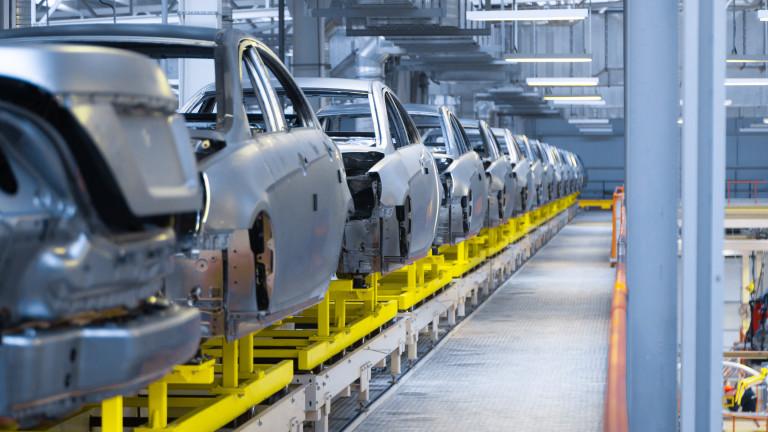 Глобалните автомобилни производители най-вероятно ще произведат поне със 7,7 милиона