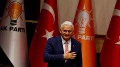 Бинали Йълдъръм оглавява управляващата в Турция партия