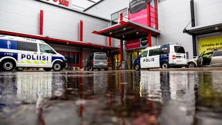 Един убит и 10 ранени при нападение във Финландия