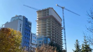 """Кметът на столичния район """"Лозенец"""" иска спиране на строежа на небостъргача """"Златен век"""""""