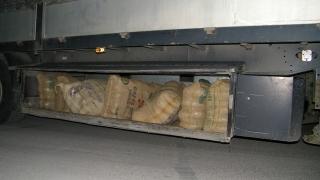 """Черногорец опита да се самоубие на """"Калотина"""", превозвал близо половин тон канабис"""