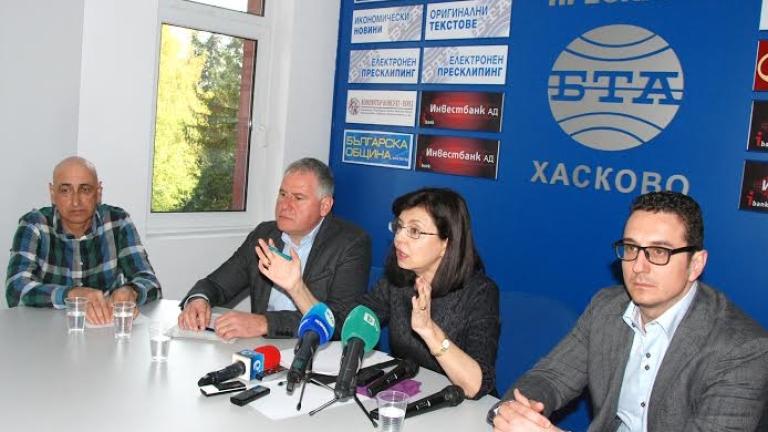 Без бурки на обществени места и в училище, поиска Кунева