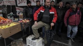 Гръцките земеделци блокираха временно ГКПП-Кулата