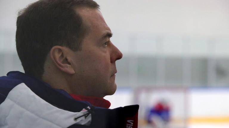 Медведев: Сривът на петрола прилича на картел
