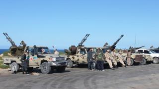 Ракетна атака на силите на Хафтар удари самолети танкери на Либия в Триполи