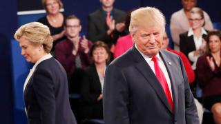 Вкарвам те в затвора, ако стана президент, заплаши Тръмп Клинтън на втория дебат