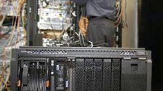 IBM пуска компактни блейд сървъри
