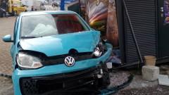 """Кола се заби в павилион на столичния булевард """"Мария Луиза"""""""