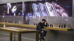 Коронавирусът отхапва още от ябълката на Apple