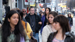 Намаляват младите, работещите и българите като цяло