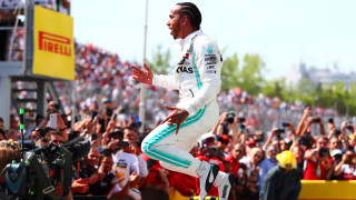 Хамилтън: Ферари не са бързи в завоите