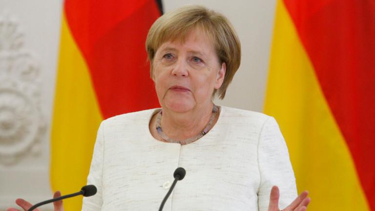 Германската коалиция няма да се разпадне, уверява Меркел