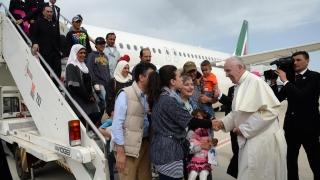 12 сирийски бежанци отпътуваха с папата в Италия
