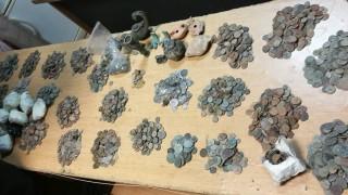 Митничари задържаха над 11 000 старинни монети