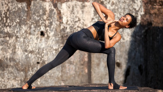 Йога или как да постигнем здрав дух и стегнато дупе (СНИМКИ)