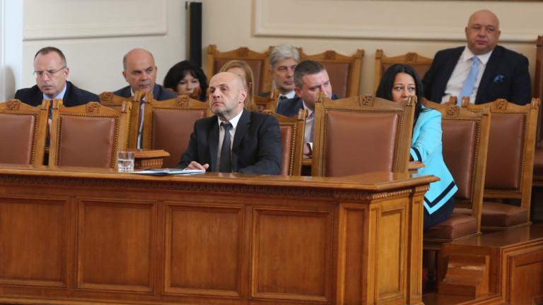 Ремонтът на кабинета не е конкурс за красота, скочи Драгомир Стойнев