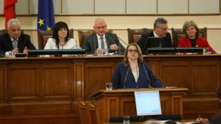 146  депутати започнаха първия работен ден на парламента